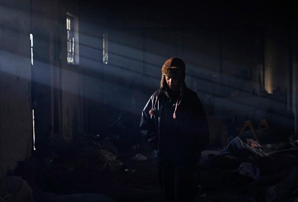 2015-2016 European Migrant Crisis「Migrants Trapped In Serbia Occupy Disused Warehouse」:写真・画像(1)[壁紙.com]