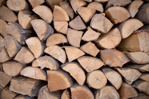 Firewood「Split firewood used to heat a farm house and the farm's greenhouses」:スマホ壁紙(10)