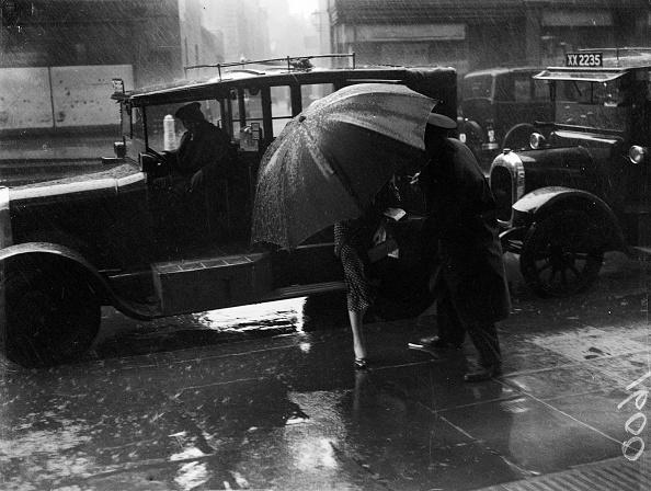 Umbrella「Earning A Tip」:写真・画像(13)[壁紙.com]