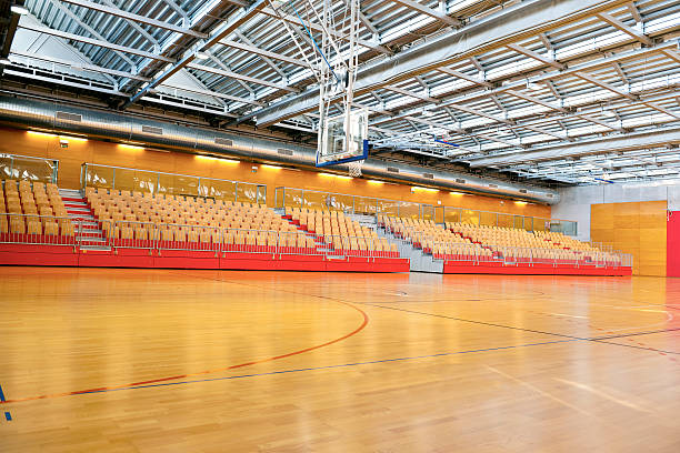 Empty Basketball School Gymnasium with Metal Roof:スマホ壁紙(壁紙.com)