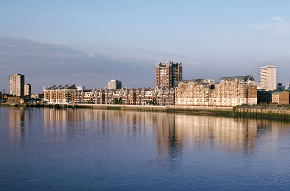 New「New flats on Thames, Battersea, London, UK」:写真・画像(17)[壁紙.com]
