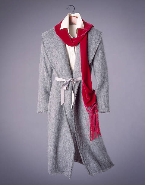 Woman's coat and scarf suspended in mid-air:スマホ壁紙(壁紙.com)