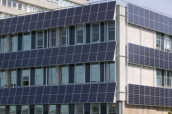 Greenhouse Gas「Photo electric cells on a municipal building in Barnstaple, Devon, UK」:写真・画像(19)[壁紙.com]
