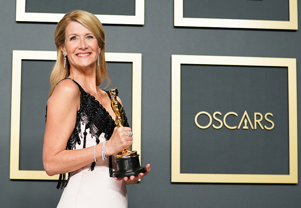 Best supporting actress prize「92nd Annual Academy Awards - Press Room」:写真・画像(12)[壁紙.com]