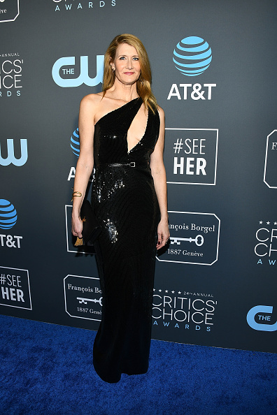 Critics' Choice Movie Awards「Claire Foy Accepts The #SeeHer Award At The 24th Annual Critics' Choice Awards」:写真・画像(4)[壁紙.com]