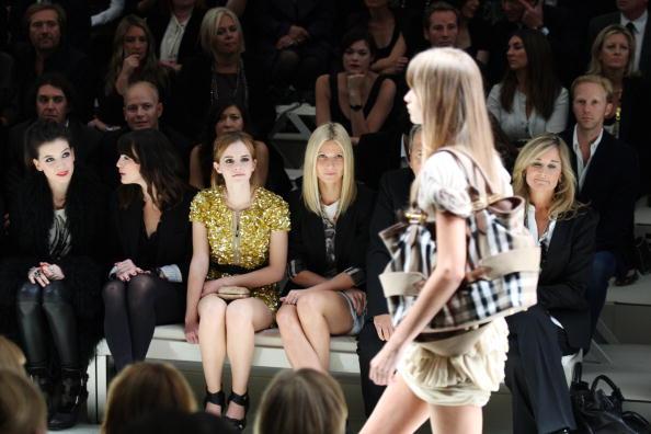 エマ・ワトソン「Burberry Front Row: Spring/Summer 2010 - London Fashion Week」:写真・画像(12)[壁紙.com]