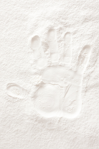 Palm of Hand「Hand print over flour」:スマホ壁紙(9)