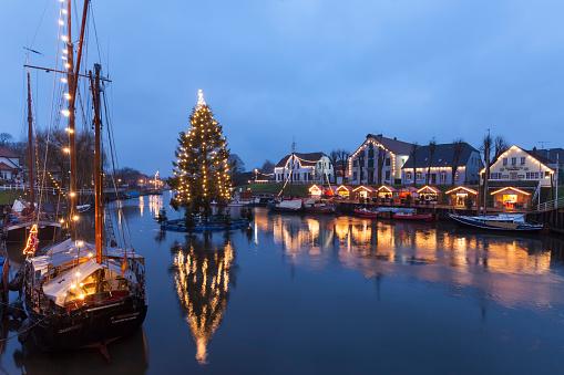 Christmas Lights「Germany, Lower Saxony, Carolinensiel, harbor with Christmas illumination」:スマホ壁紙(17)