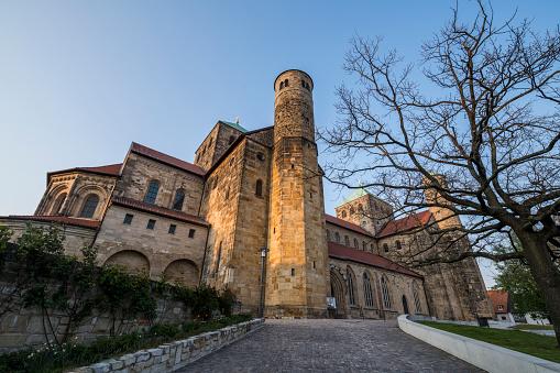 UNESCO「Germany, Lower Saxony, Hildesheim, Low angle view of Saint Michaels Church」:スマホ壁紙(13)