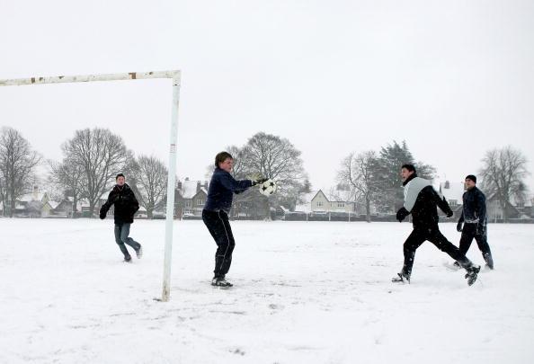 Teenager「Heavy Snow Fall Sweeps Across The UK」:写真・画像(15)[壁紙.com]