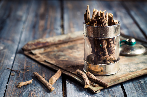 Licorice Root「Glass of liquorice roots」:スマホ壁紙(2)
