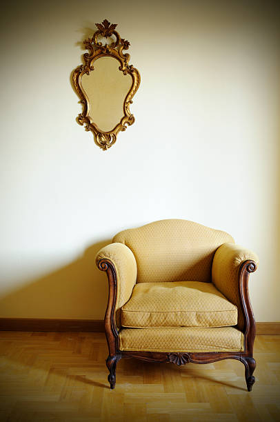 Retro Armchair with Gold Mirror:スマホ壁紙(壁紙.com)