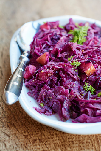 Red Cabbage「Platter of braised red cabbage, fennel with apple pieces」:スマホ壁紙(14)