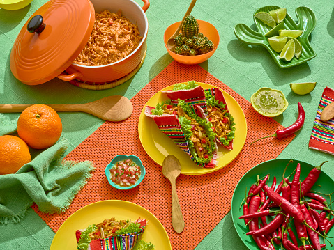 Taco「A platter of tacos wrapped into a a mexican handcrafted fabric.」:スマホ壁紙(14)