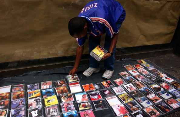 Rap「Selling Pirated Pop Culture on the Streets of New York」:写真・画像(18)[壁紙.com]