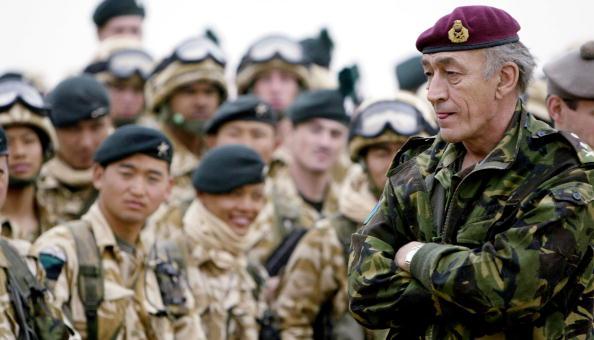 Beret「British General Sir Mike Jackson Visits UK Troops In Kuwait 」:写真・画像(0)[壁紙.com]