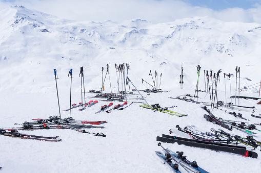 Les Menuires「France, French Alps, Les Menuires, Trois Vallees, Ski equipment」:スマホ壁紙(6)
