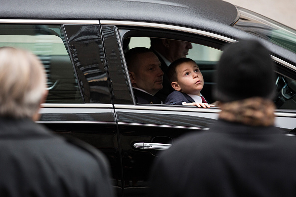 Andrew Burton「Funeral Held For US Army Sargent And NYPD Detective Killed In Afghanistan」:写真・画像(19)[壁紙.com]