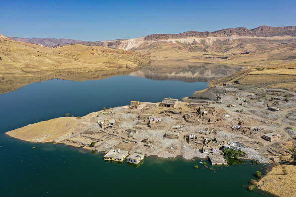 Filling「The Ancient City Of Hasankeyf Is Flooded By A Dam To Make A Reservoir For Hydroelectric Power」:写真・画像(16)[壁紙.com]
