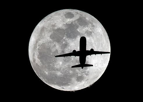 Supermoon「Airplane Silhouetted by Super Moon」:スマホ壁紙(17)
