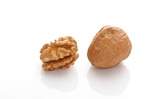Walnut「Walnut with kernel」:スマホ壁紙(8)