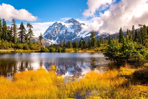 cloud「秋の色、ワシントン州の湖 mt.shuksan を画像します。」:スマホ壁紙(3)