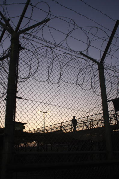 Camp Cropper「US Military Holds Thousands Of Detainees In Baghdad Prison」:写真・画像(14)[壁紙.com]