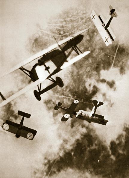 Air Force「Dogfight Between British And German Aircraft World War I circa 1916-circa 1918」:写真・画像(18)[壁紙.com]