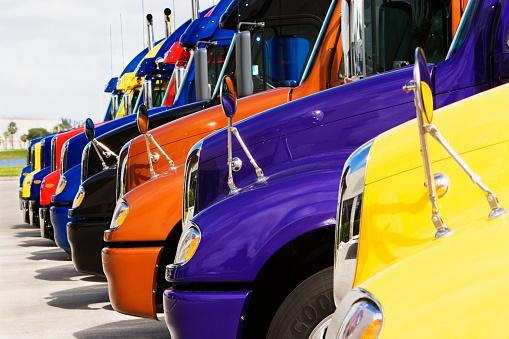 Car Dealership「Parked Cargo Trucks」:スマホ壁紙(11)