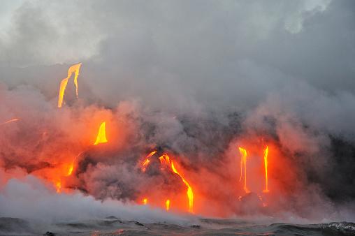 Active Volcano「Molten lava flowing to the sea, Kilauea Volcano, Big Island, Hawaii, USA」:スマホ壁紙(10)