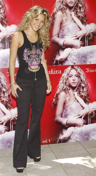 "Scooped Neck「Shakira Launches Her New Album ""Fijacion Oral""」:写真・画像(19)[壁紙.com]"