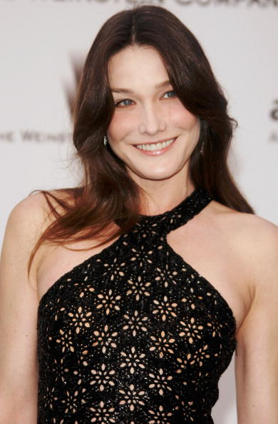 Carla Bruni「Cannes - Arrivals at Cinema Against Aids 2007 Benefiting amfAR」:写真・画像(10)[壁紙.com]