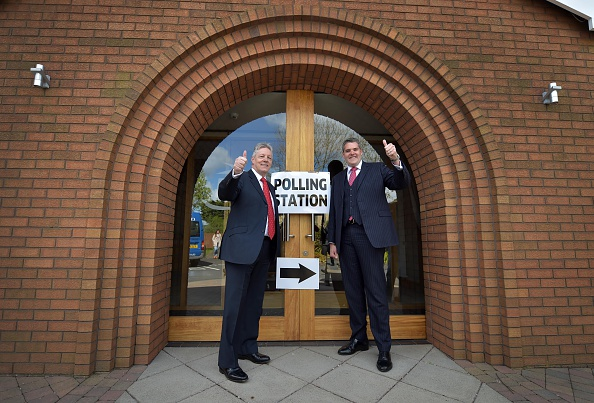 Human Role「Peter Robinson Casts His Vote As The UK Goes To The Polls」:写真・画像(2)[壁紙.com]