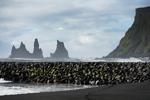 Basalt「Basalt Stacks Of Reynisdrangar; Vik, Vestur-Skaftafellssysla, Iceland」:スマホ壁紙(1)