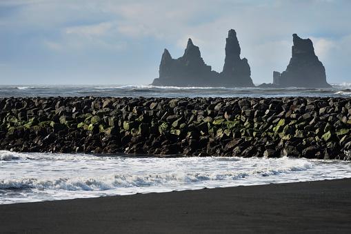 Basalt「Basalt Stacks Of Reynisdrangar; Vik, Vestur-Skaftafellssysla, Iceland」:スマホ壁紙(0)