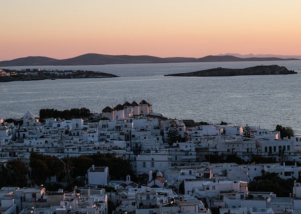 Greek Islands「Mykonos Hopes To Save Its Tourist Season As Greece Eases Travel Restrictions」:写真・画像(1)[壁紙.com]