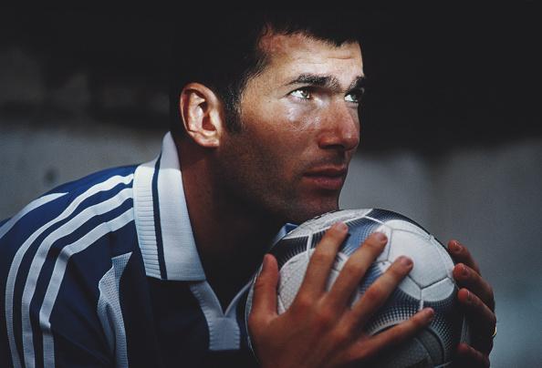 1999「Zinedine Zidane」:写真・画像(10)[壁紙.com]