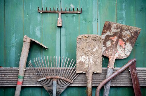 Gardening Equipment「Rusty Garden Tools」:スマホ壁紙(19)