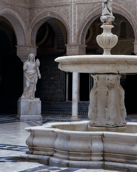 Tiled Floor「Fountain and statue in a courtyard」:写真・画像(17)[壁紙.com]