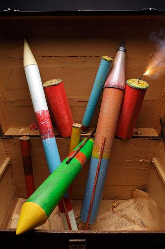 Firework - Explosive Material「firework igniting in old chest」:スマホ壁紙(11)