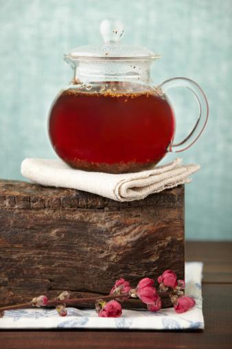 Feng Shui「Gourmet tea pot with red herbal rooibos on wood block」:スマホ壁紙(19)