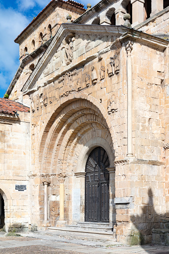Santillana Del Mar「13th century Collegiate Church of Santillana and a benedictine abbey, Santillana del Mar, Spain, 2018」:スマホ壁紙(12)