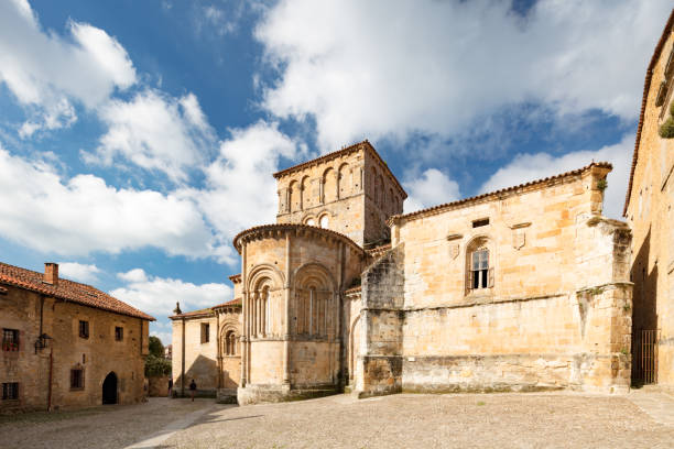 13th century Collegiate Church of Santillana and a benedictine abbey, Santillana del Mar, Spain, 2018:スマホ壁紙(壁紙.com)
