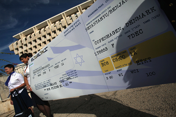 Greenhouse Gas「Greenpeace Activists Call For Israel To Curb Greenhouse Gas Emissions」:写真・画像(4)[壁紙.com]