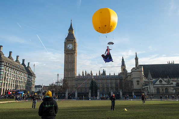 Brightly Lit「Greenpeace Protest At London Exceeding Annual Pollution Levels In Just Five Days」:写真・画像(17)[壁紙.com]