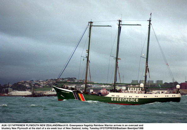 Overcast「Greenpeace flagship Rainbow Warrior arrives in an」:写真・画像(19)[壁紙.com]