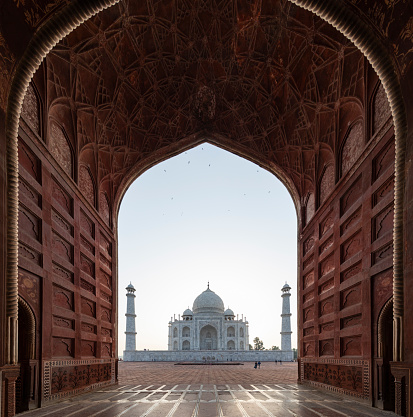 UNESCO「Taj Mahal behind arch in Agra, Uttar Pradesh, India」:スマホ壁紙(0)