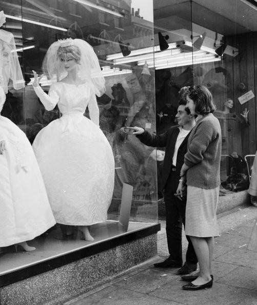 Wedding Dress「Looking At Dresses」:写真・画像(1)[壁紙.com]