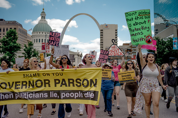 Missouri「Planned Parenthood Holds Rally To Protest Closure Of Last Abortion Clinic In Missouri」:写真・画像(12)[壁紙.com]