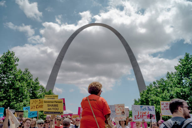 Planned Parenthood Holds Rally To Protest Closure Of Last Abortion Clinic In Missouri:ニュース(壁紙.com)